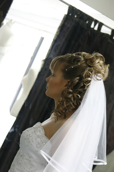 Wedding Hairstyle Y18 – Half Up, Vintage Romantic Look