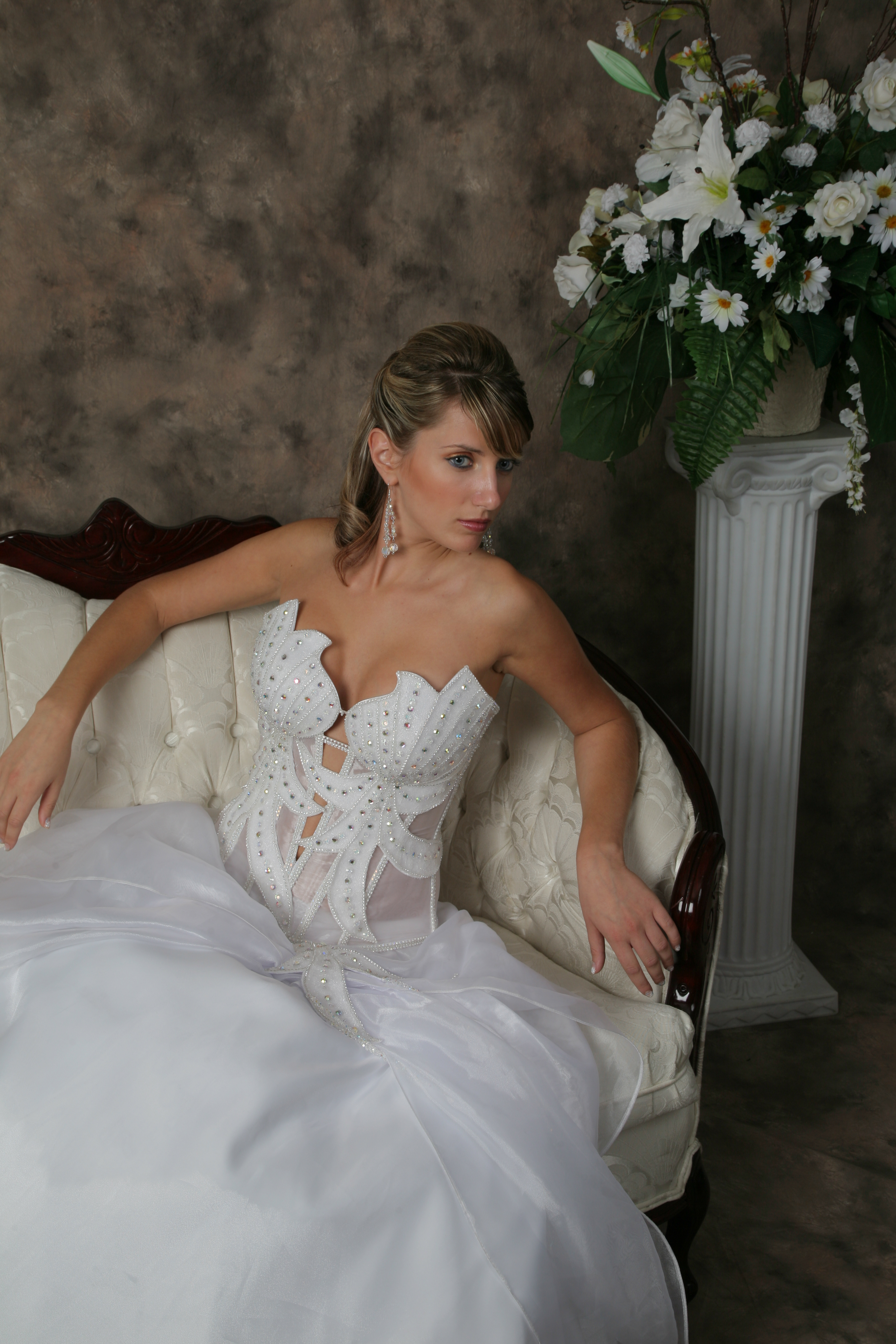 Wedding Hairstyle Y20A – Half Up, Vintage Romantic Look